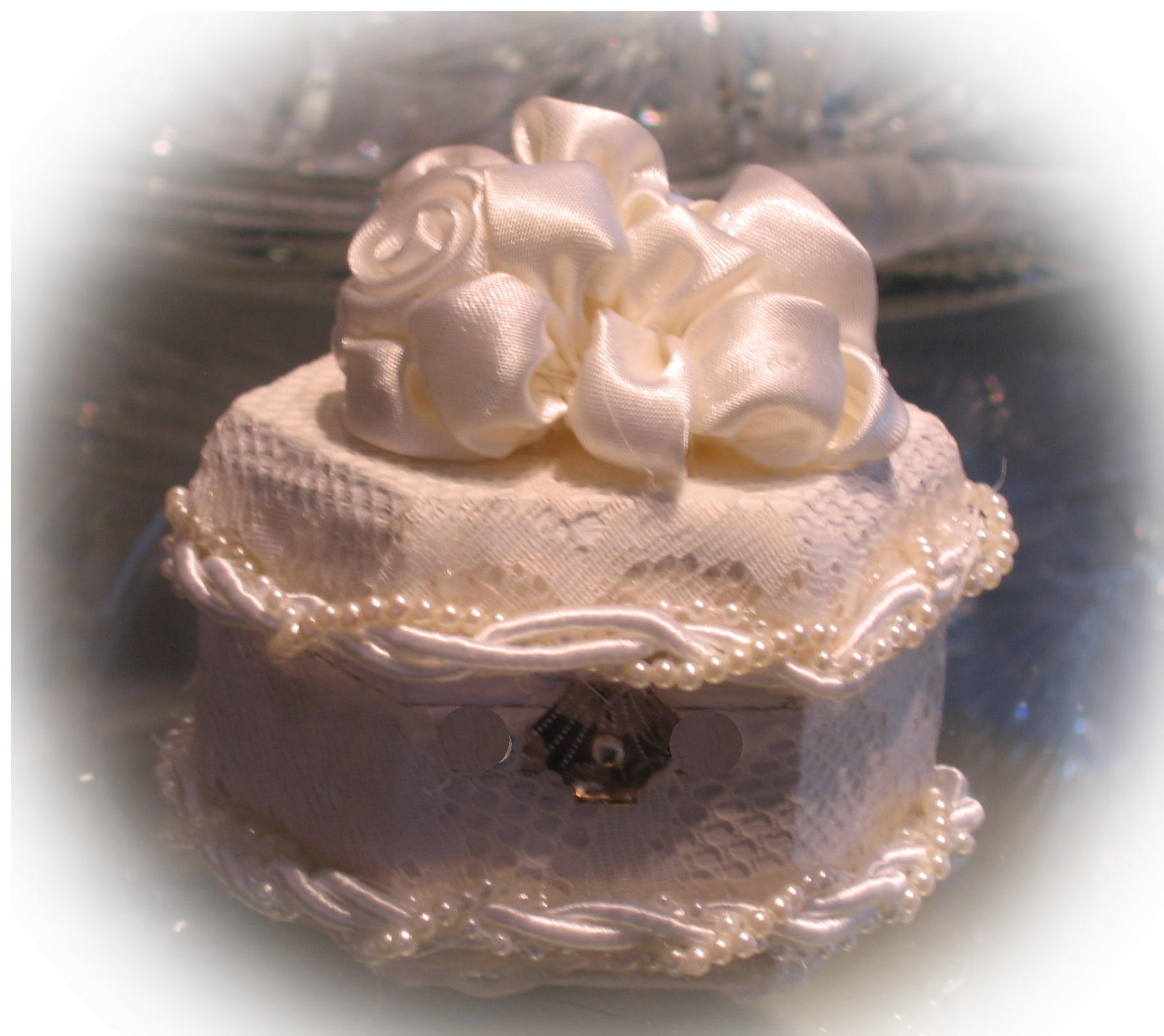 roses and pearls corded ring box