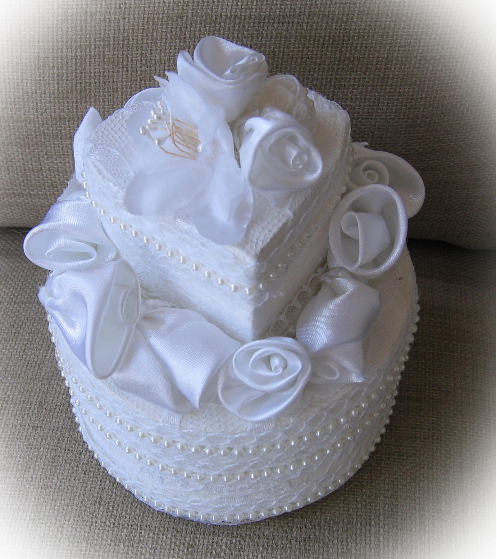 two tier double wedding ring box in a heart shape with roses