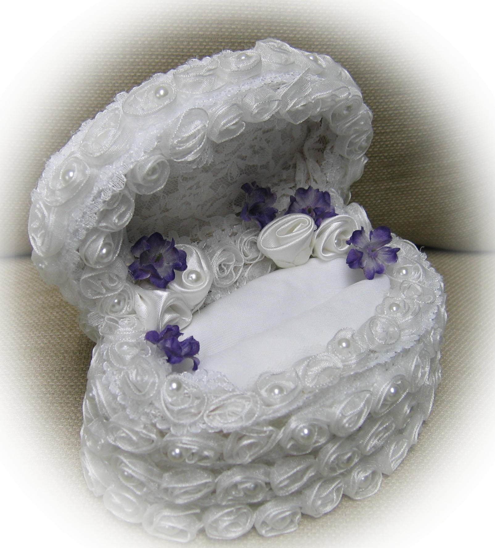 oval rosebud and pearl wedding ring box